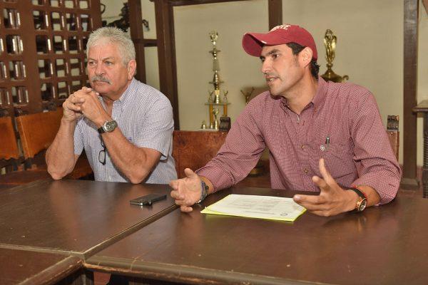 Jorge Villarreal y Jesús Aceves informaron de los pormenores de la recta final del Circuito Charro de La Laguna.