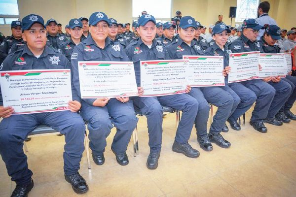 Entregan apoyos para vivienda y alimentación a policías en Piedras Negras