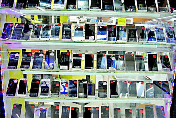 Hasta un 40% caen las ventas de celulares