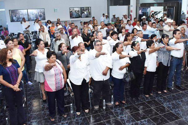 Los 121 jefes de cuartel y un concejal de la Villa Gregorio A. García, rindieron protesta ante el secretario del Ayuntamiento, Ángel Francisco Rey Guevara.