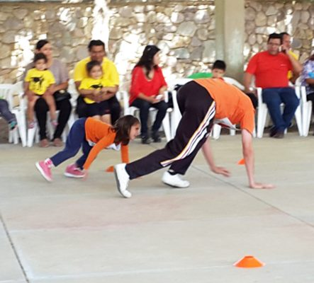 En escuelas públicas y privadas suelen realizarse algunas actividades deportivas y culturales para celebrar el Día del Padre.