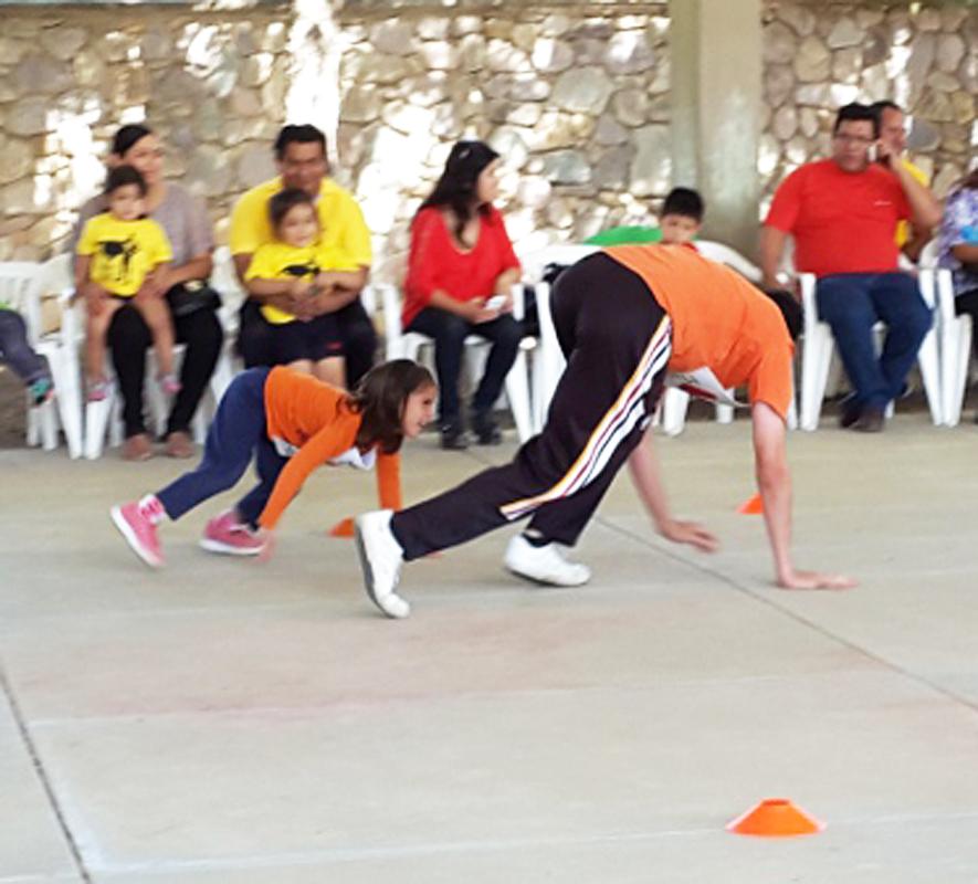 En escuelas públicas y privadas suelen realizarse algunas actividades deportivas y culturales para celebrar el Día del Padre