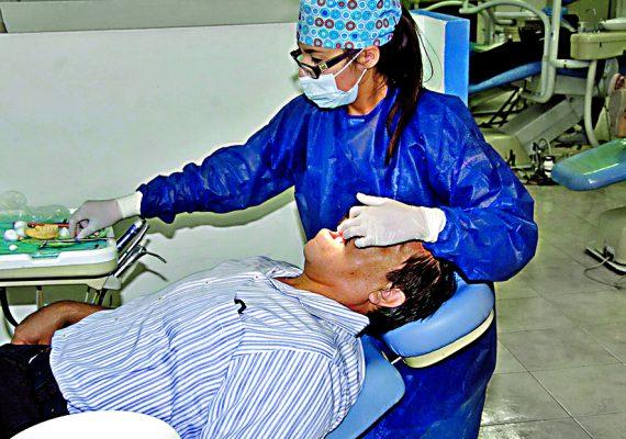 Facultad de Odontología brinda servicios a bajo costo