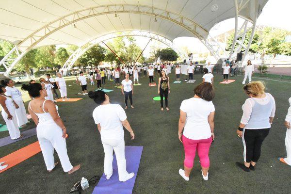 Celebran en Lerdo el Día Internacional del Yoga