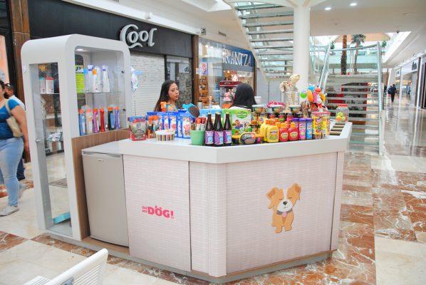 Una tienda de productos para los canes, 100 por ciento lagunera, abrió hace tres años, desde el 2016 comenzó a comercializar esta bebida, la cual ha tenido un gran éxito.