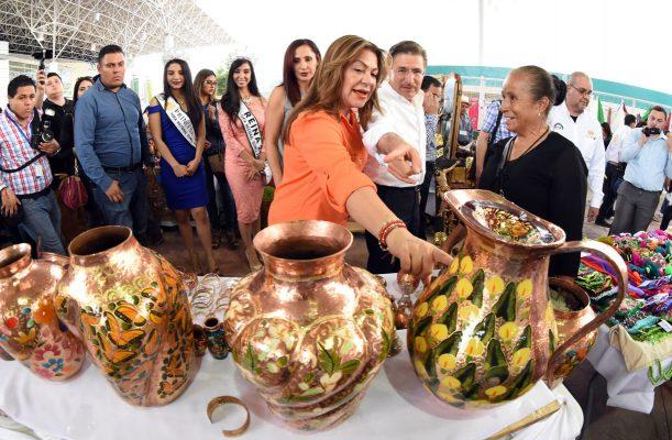 Aispuro y Lety constatan calidad de exposiciones