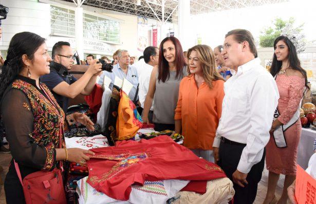 Una Feria con seguridad para los visitantes, con atracciones para las familias y complementada con una impresionante variedad de exposiciones artesanales, constataron Aispuro Torres y Herrera Ale.