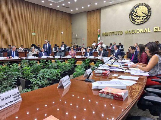El Caso Coahuila queda en suspenso hasta el próximo lunes, luego de que el Consejo General del INE declaró un receso en su reunión extraordinaria iniciada hoy viernes.