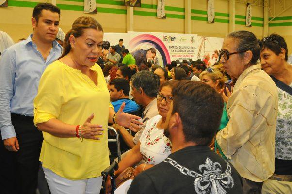 Leticia Herrera apoya a personas con capacidades diferentes