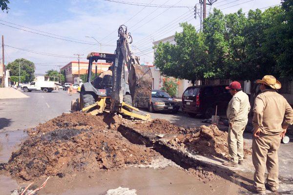 Inicia SIMAS reparación de drenaje colapsado