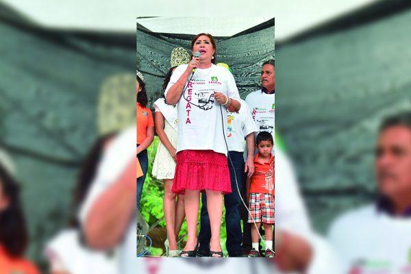 La alcaldesa María Luisa González Achem se comprometió con el comité organizador de la Gran Regata del Río Nazas para gestionar un terreno ante Conagua para construir una Escuela de Canotaje en la presa Francisco Zarco.
