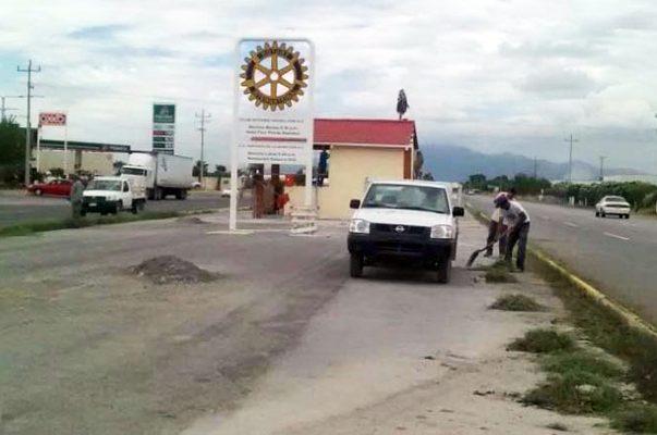 Principalmente para proteger de las inclemencias del clima se construye una caseta en carretera de Monclova.