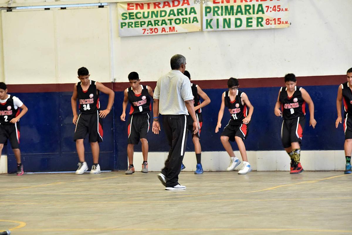 Continúan abiertas las inscripciones para el Campamento de Verano de Basquetbol que se desarrolla en el Auditorio Municipal.