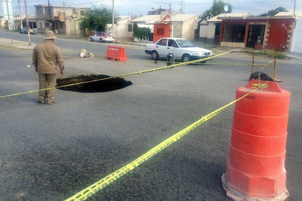 Trabaja Simas en reparación del colector colapsado en Ciudad Nazas