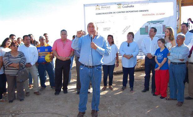 Inicia el gobernador RMV dos obras en Ramos Arizpe