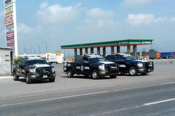 Patrullas de verificación de transporte de la Policía Federal, en operativo en carretera federal 57.