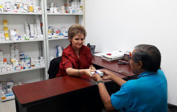 Con medicamento gratuito, apoya DIF la salud de personas de escasos recursos