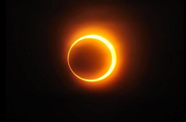 Recomiendan no mirar directamente el eclipse
