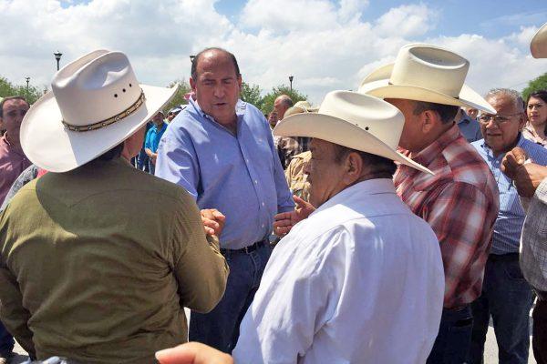 Atiende gobernador quejas por robo de ganado en Castaños