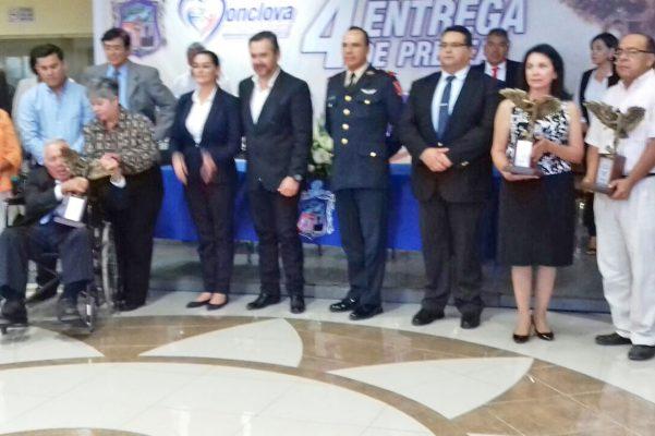 Los ciudadanos que fueron reconocidos por el ayuntamiento en Monclova.