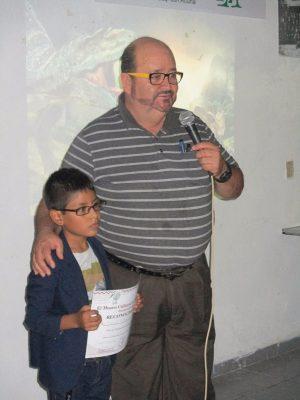 El pequeño Gabriel, apadrinado por directivos de la Asociación Estatal de Cronistas Municipales.