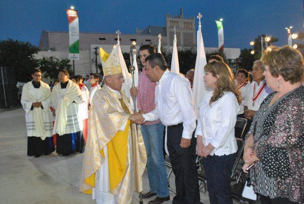 Se realizó la celebración de la misa de acción de gracias ofrecida por el obispo emérito, José Guadalupe Galván Galindo, para celebrar el 110 aniversario de la ciudad de Torreón en la Plaza Mayor, estando presente el alcalde, Jorge Luis Morán.
