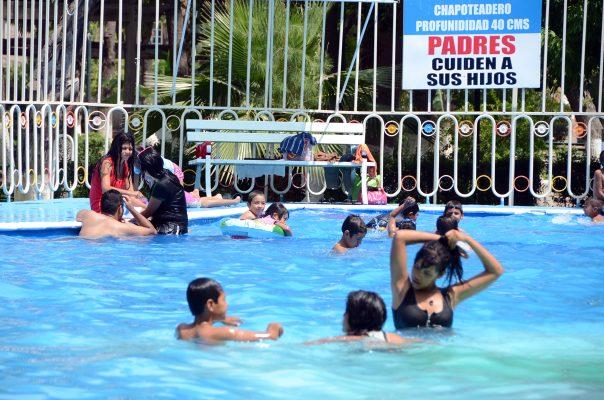 Durante septiembre aún se podrá disfrutar de la alberca del Parque Morelos