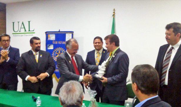 Club Rotario Torreón reconoce apoyo educativo de la UAL