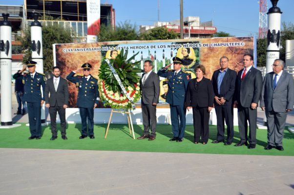 Conmemoran en la Plaza Mayor la hazaña de los Niños Héroes