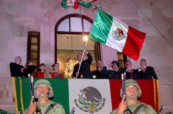 RMV da el Grito de Independencia desde el Palacio de Gobierno