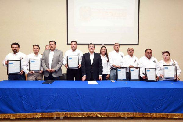 Siete programas de la UA de C Torreón reciben acreditación por Excelencia Educativa