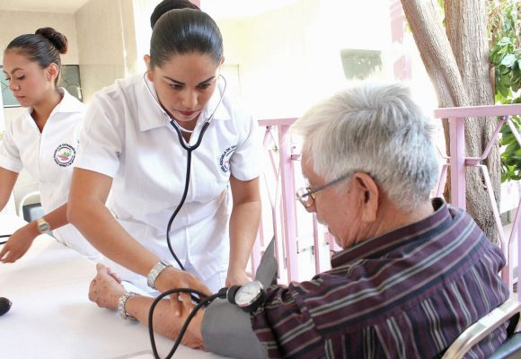 Adultos Mayores reciben orientación sobre trastornos en la memoria