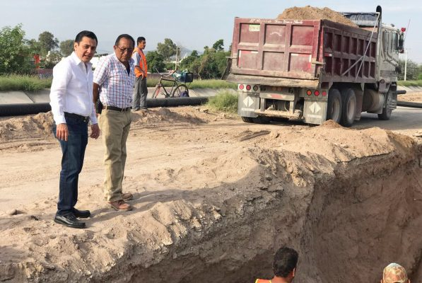 Instalan tubería que desalojará aguas residuales de colonias del norte