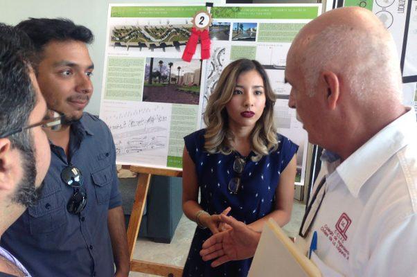 Karla Leticia Gallegos y José Manuel Guizar, de las facultades de Arquitectura e Ingeniería Civil de la UA de C, presentaron este viernes el proyecto con el que ganaron el Primer Concurso de Infraestructura Verde para el Aprovechamiento de Agua de Lluvia.