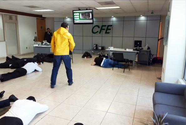 Realizan simulacro de asalto en centro de servicio de CFE