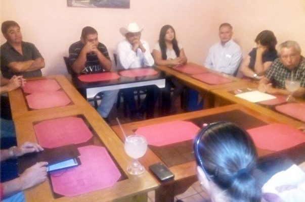 Dirigentes de partidos, organismos sindicales y ciudadanos en el Frente Ciudadano por Piedras Negras.