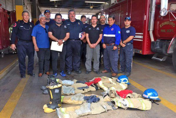 Equipo de bomberos y una ambulancia entregan a PC de Monclova