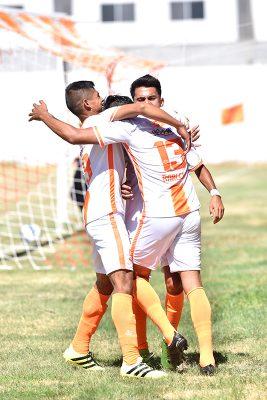 Aprovechando el paro en la Segunda División Premier, el equipo de Constructores sostuvo un partido amistoso ante Mazorqueros de Guadalupe Victoria.