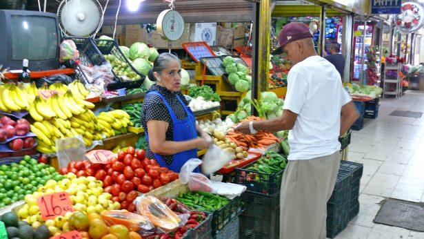 Comerciantes del mercado José Ramón Valdez piden apoyo de la alcaldesa