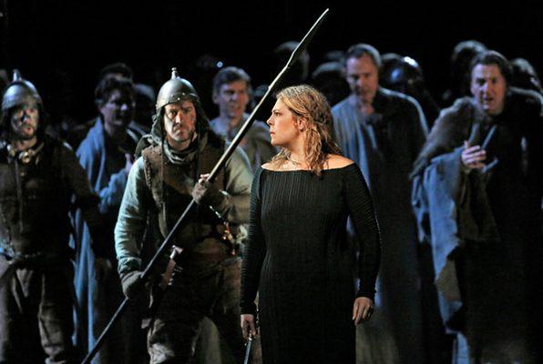 Norma, sin duda es la más apreciada de las óperas de Vincenzo Bellini, el libreto fue elaborado por Felice Romani, quien tomó como fuente una tragedia escrita por Alexandre Soumet y Louis Belmontet.