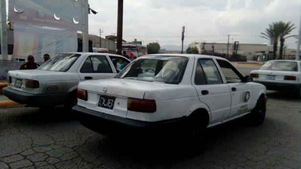 Chatarras y sin placas, los taxis presentan esta imagen ante el usuario, quien ya se cansó de viajar en este tipo de transporte que ofrece la mínima seguridad y garantías.