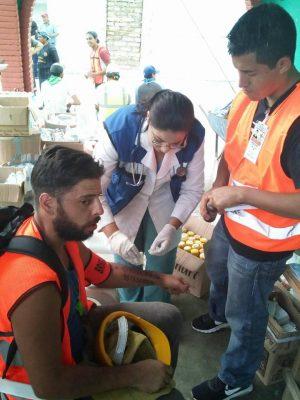 Ely Janet Ramírez Amador, atendiendo los heridos en los pasados temblores de México y Puebla.