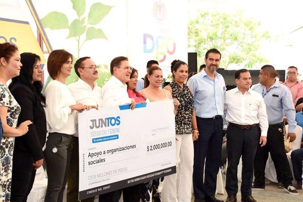 Entregan Aispuro y Lety la Casa del Jubilado en Gómez Palacio
