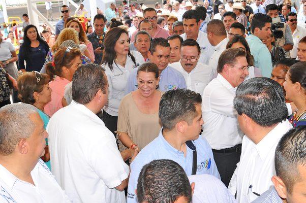 Diversos apoyos entregó en La Jabonera La Esperanza, el mandatario estatal José Aispuro Torres.