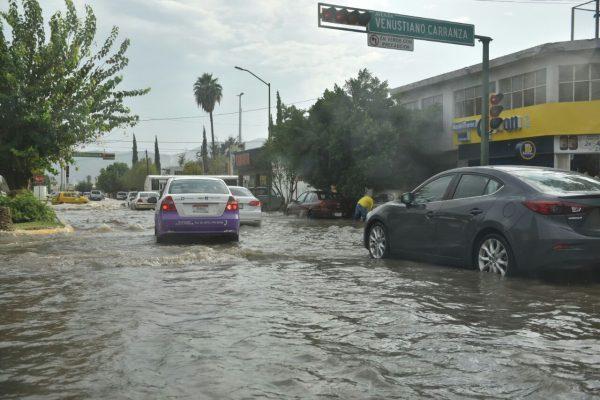 Después de 2 horas de haber terminado de llover las calles siguen inundadas