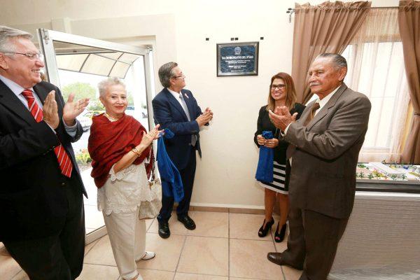 Nuevas instalaciones del Sindicato de Trabajadores de la UA de C fueron inauguradas en un acto que presidieron el rector Blas José Flores Dávila y la secretaria general del STUAC, María de la Luz López Saucedo.