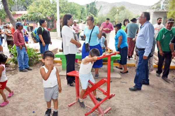 María Luisa entrega equipamiento en plaza de Estación Río Nazas