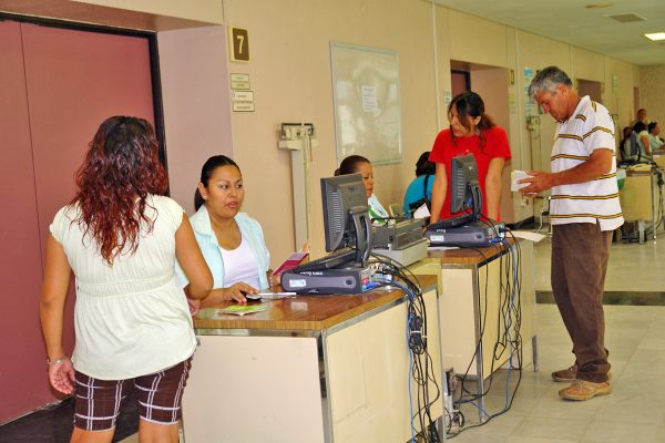 Presentan queja contra el IMSS en la Segunda Visitaduría de Derechos Humanos