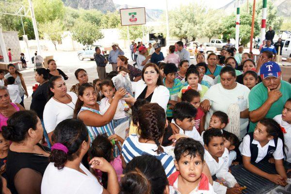 González Achem apoyó a 60 alumnos del Cecyted de Villa La Loma