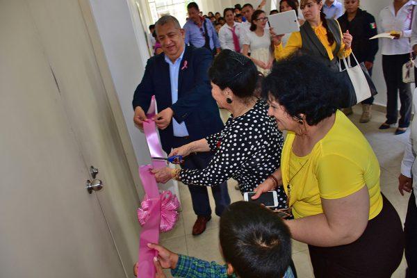 Inaugura Vilma Ale de Herrera centro de cómputo para menores
